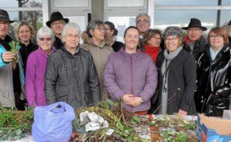 Les organisateurs du Troc plantes et les bénévoles de la Société d'horticulture