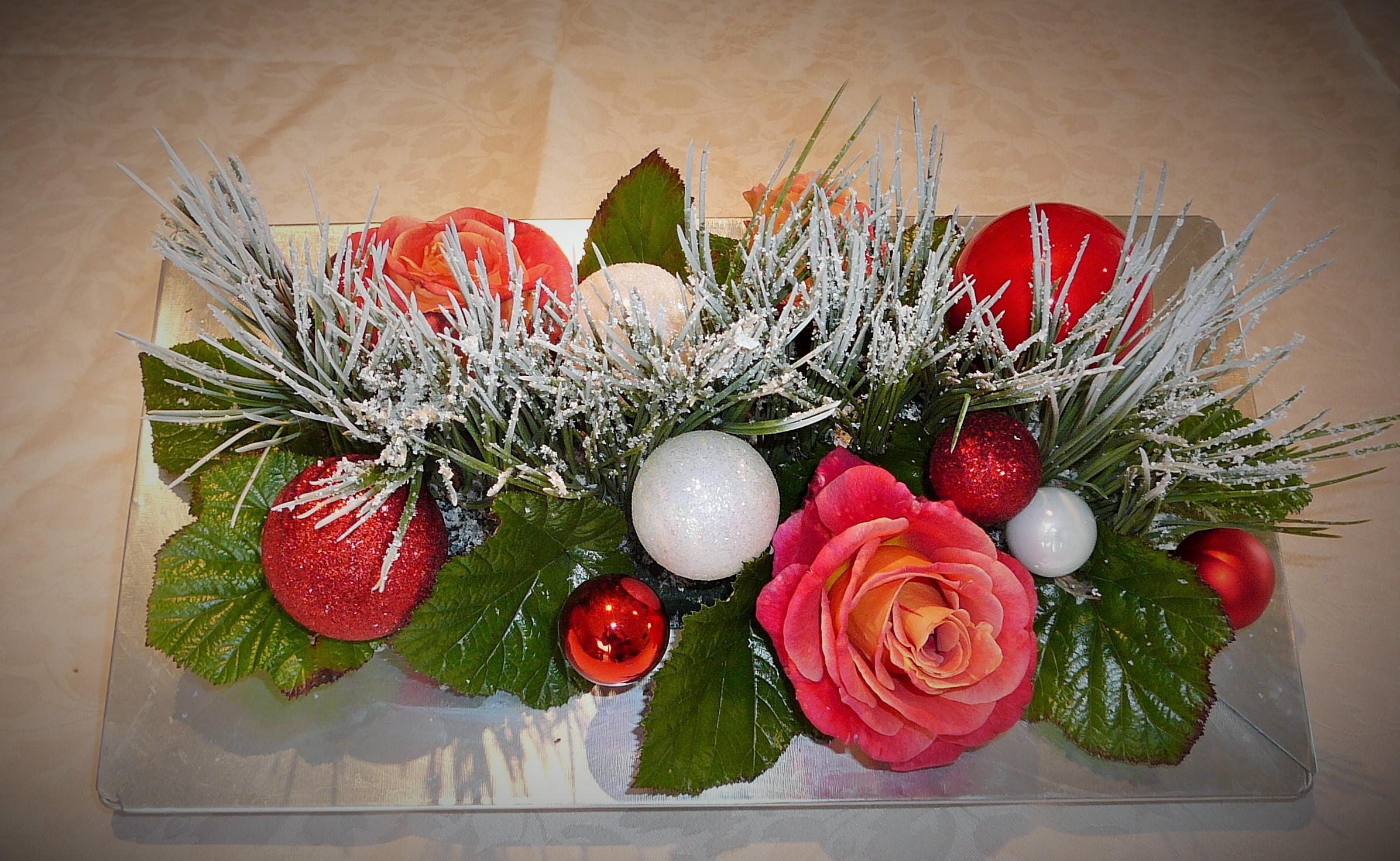L'art floral pour décorer la période de Noël, démonstration.
